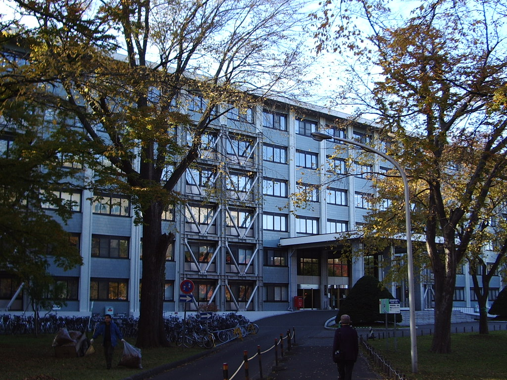 Faculty of Engineering Main building (in Autumn)